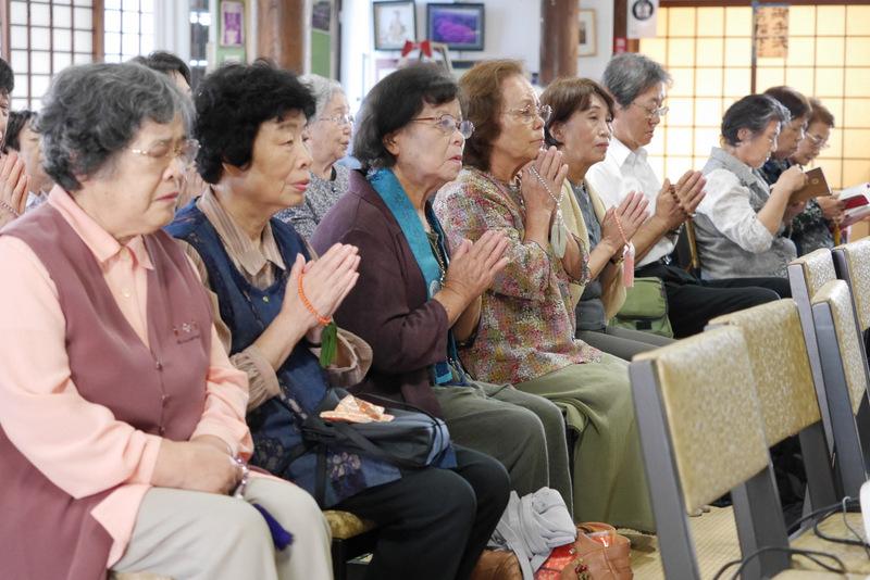 【お寺参りの仕方と作法】近所のお寺へ参るには?はじめての日常編&法要編